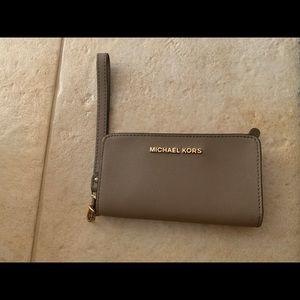 Michaels kors wristlet wallet